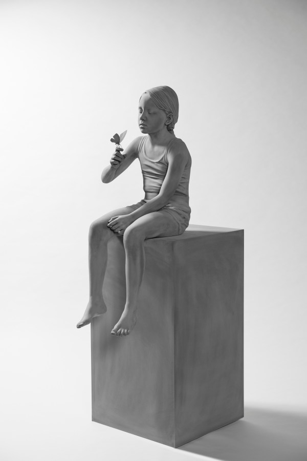Lifelike Sculpted Figures And Immersive Monochrome
