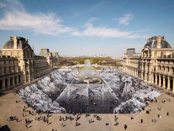 Artist Jr Transforms Louvre With 2000-piece Paper