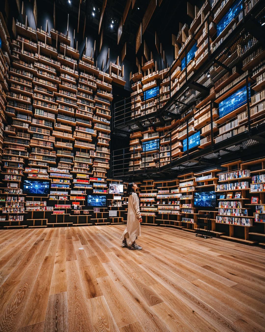 Tokyo's Kadokawa Culture Museum Houses an Arresting Kengo Kuma-Designed Bookshelf Theater