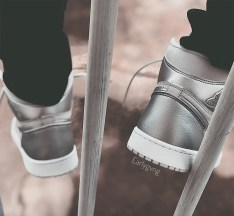 air-jordan-1-neutral-grey-metallic-silver-white-japan-555088-029-10