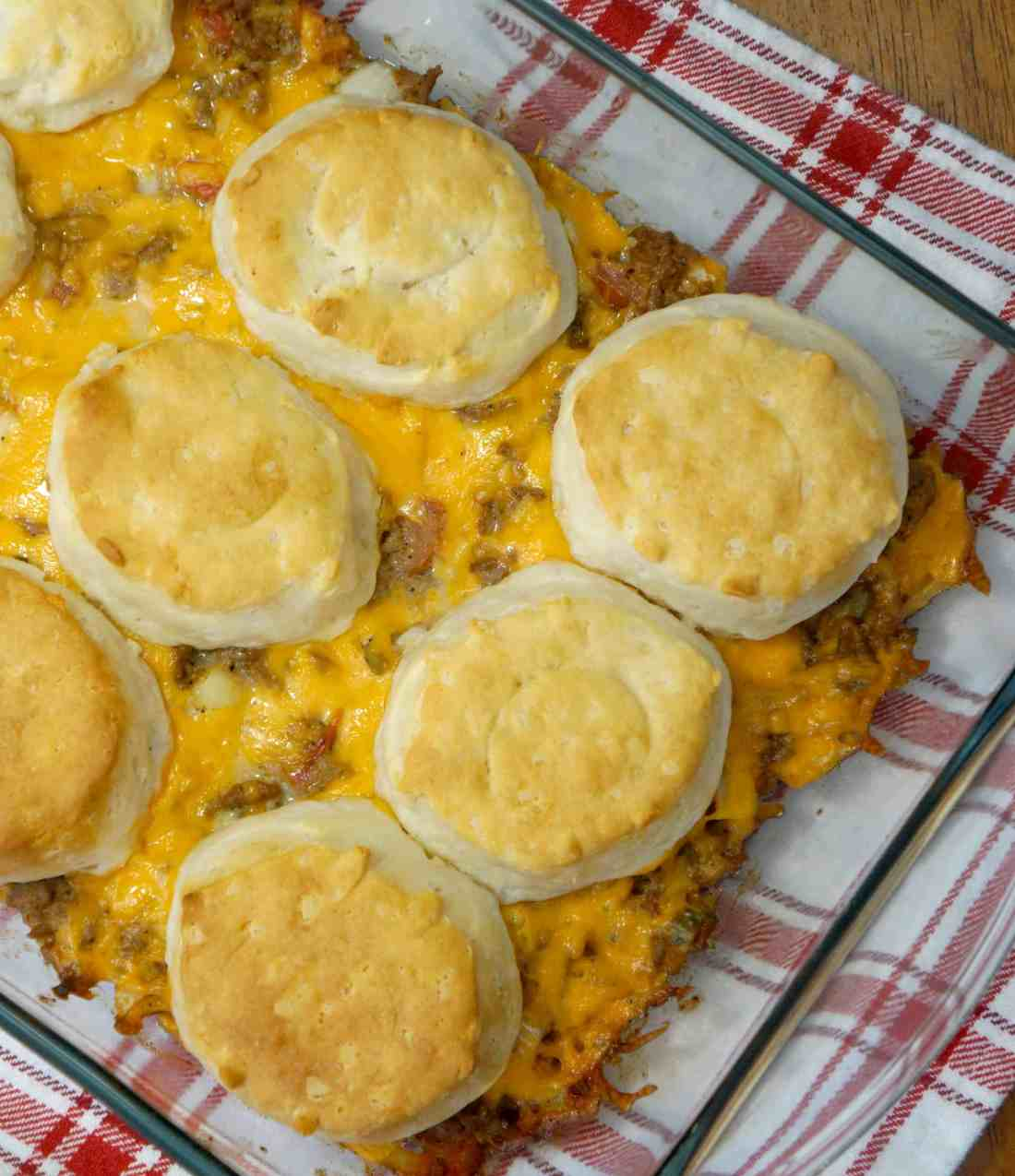 easy ground beef casserole loaded with cheese, onions, pickles, tomatoes, ketchup and mustard. Topped with Pillsbury biscuits.