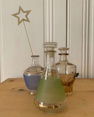 Ancienne carafe en verre vintage granité et opaline