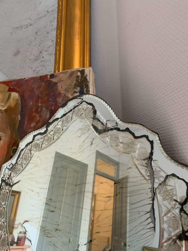MIROIR Ancien biseaute et cisele vintage