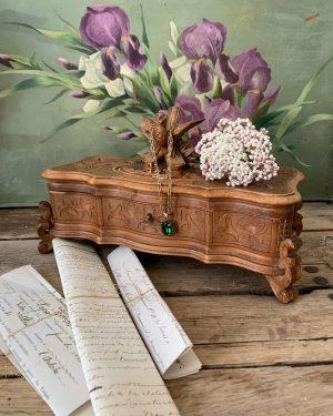 ancienne boîte à bijoux en bois de forêt noire