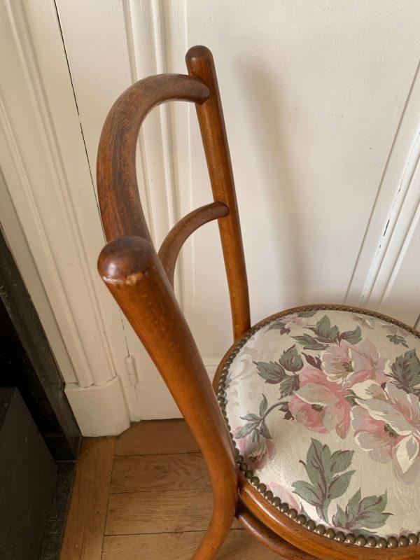 paire de chaises anciennes de bistrot assises fleurs