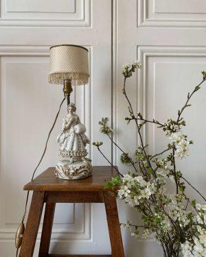 ancienne petit lampe en faïence marquise