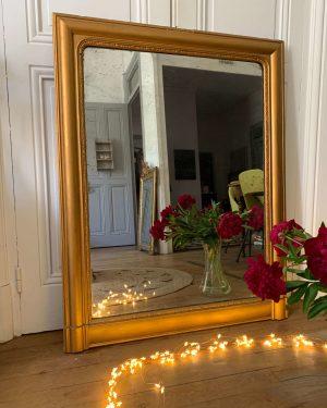 Ancien miroir Louis Philippe doré et rectangulaire.
