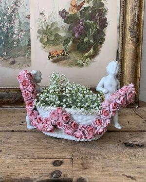 ancienne jardinière en porcelaine de plaue anges putti et roses