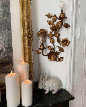 ancienne applique lumineuse vintage dorée décor de fleurs et de feuilles