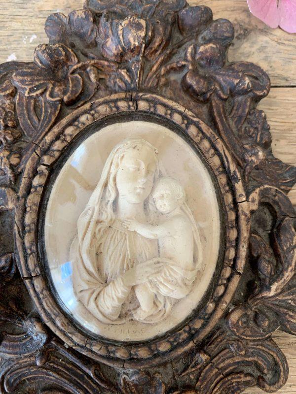 ancien bénitier 19ème en bois et platre vierge à l'enfant