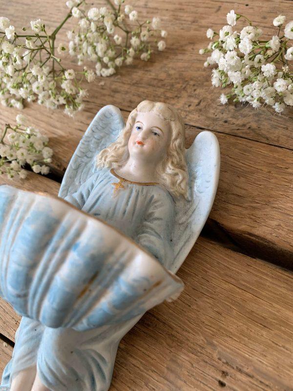ancien bénitier ange en biscuit polychrome