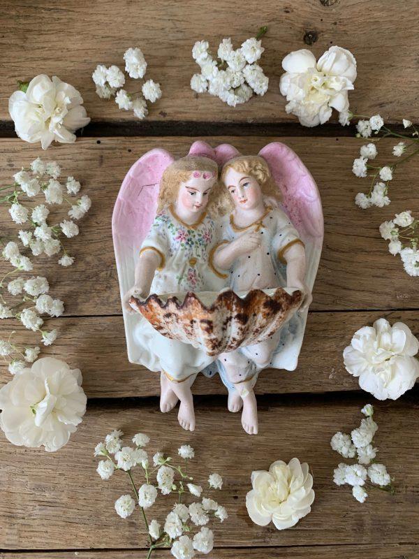 ancien bénitier anges filles en biscuit polychrome début xxème