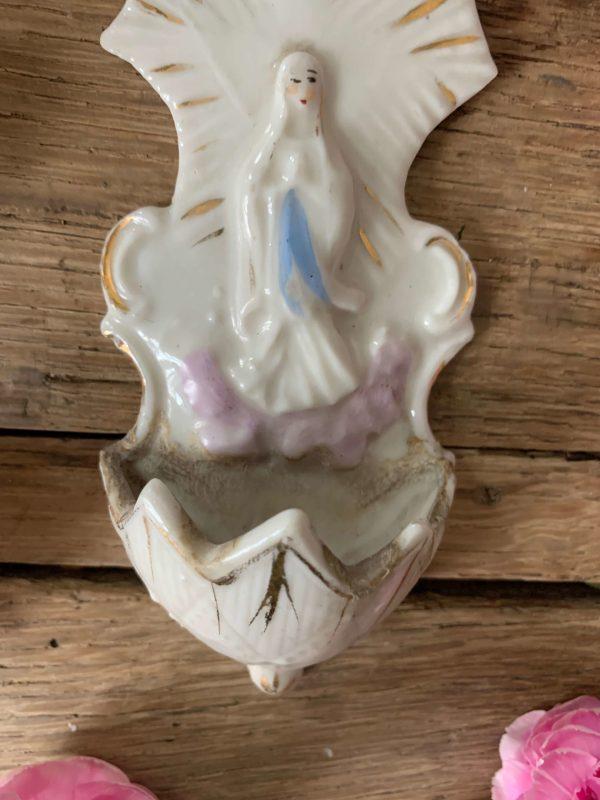 ancien bénitier en porcelaine