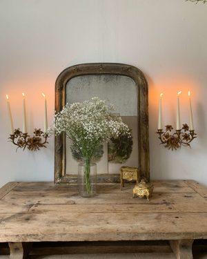 anciens bougeoirs d'église fleurs de Lys