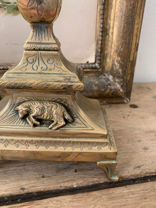 ancien bougeoir d'église datant du xixème siècle décor de l'agneau pascal