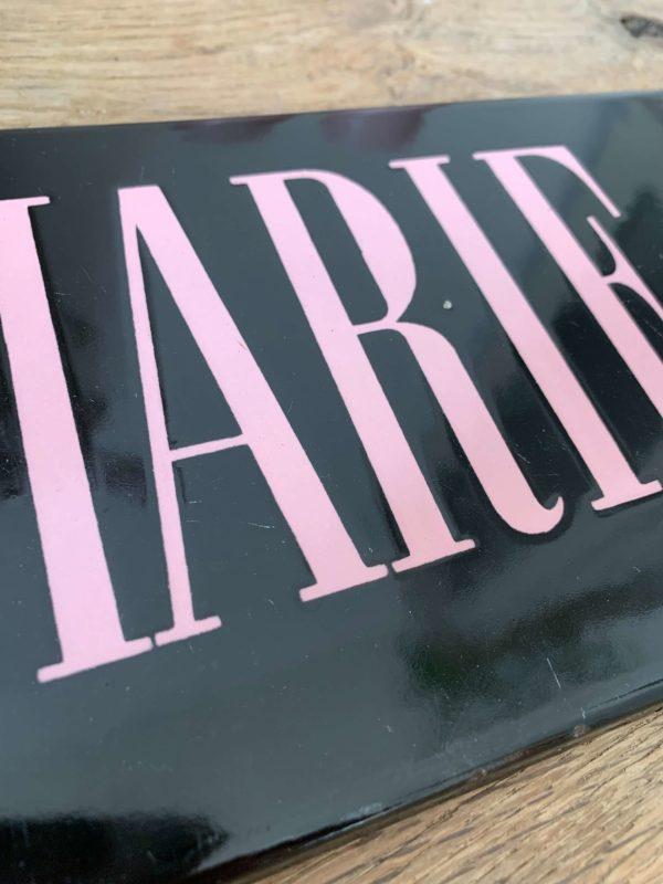 ancienne plaque émaillée marie claire vintage rose et noire