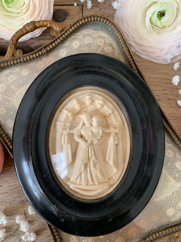 ancien cadre reliquaire ne platre pétrifié vierge à l'enfant xixeme
