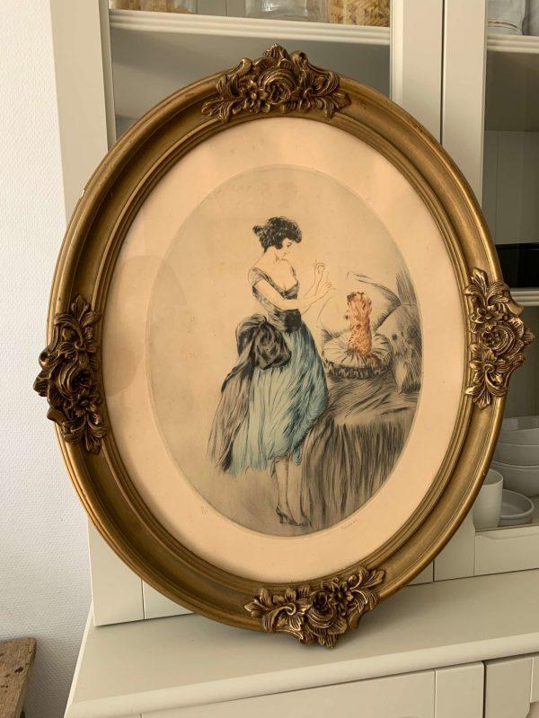 Ancienne gravure de femme art déco chien cadre oval doré