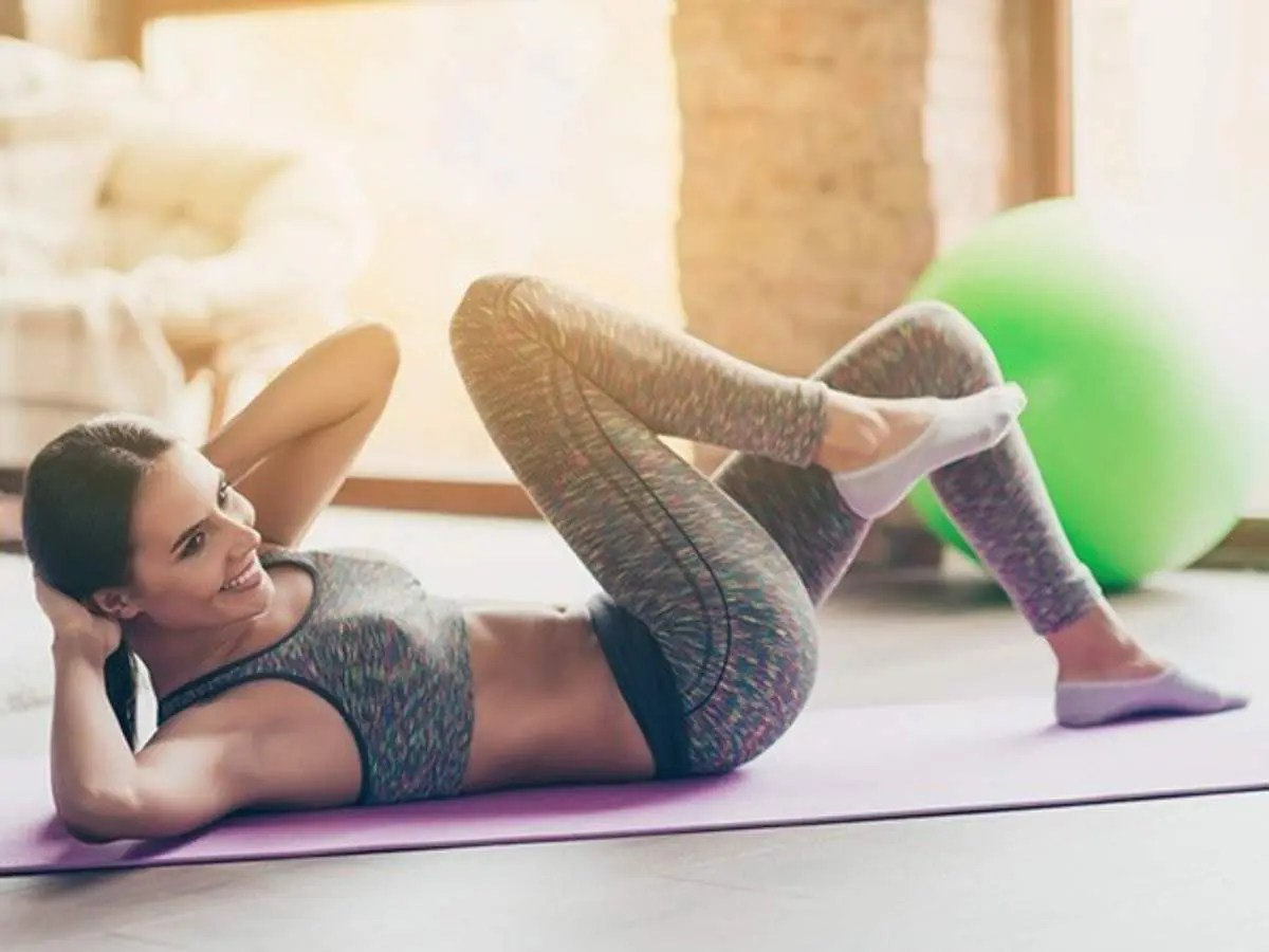 woman doing knee to elbow in lying position