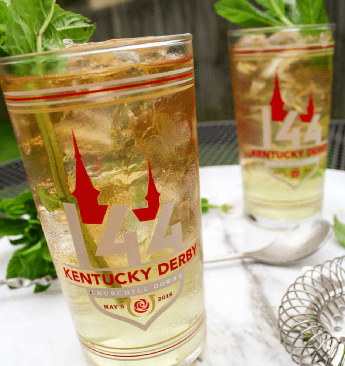 The Mint Julep has been the traditional beverage of the Kentucky Derby and Churchill Downs for almost a century. You can join in the festivities completely guilt free with this Mint Julep recipe. It's completely sugar free, has only about 100 calories and zero carbs! #mintjulep #kentuckyderby #derbyparty #sugarfreecocktails #keto