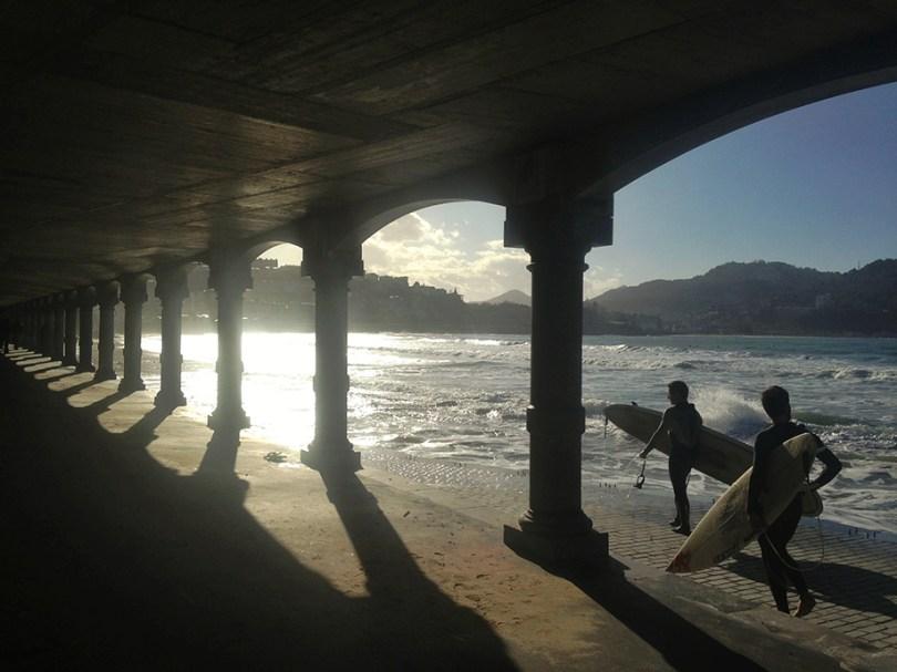 Los voladizos en la Playa de la Concha