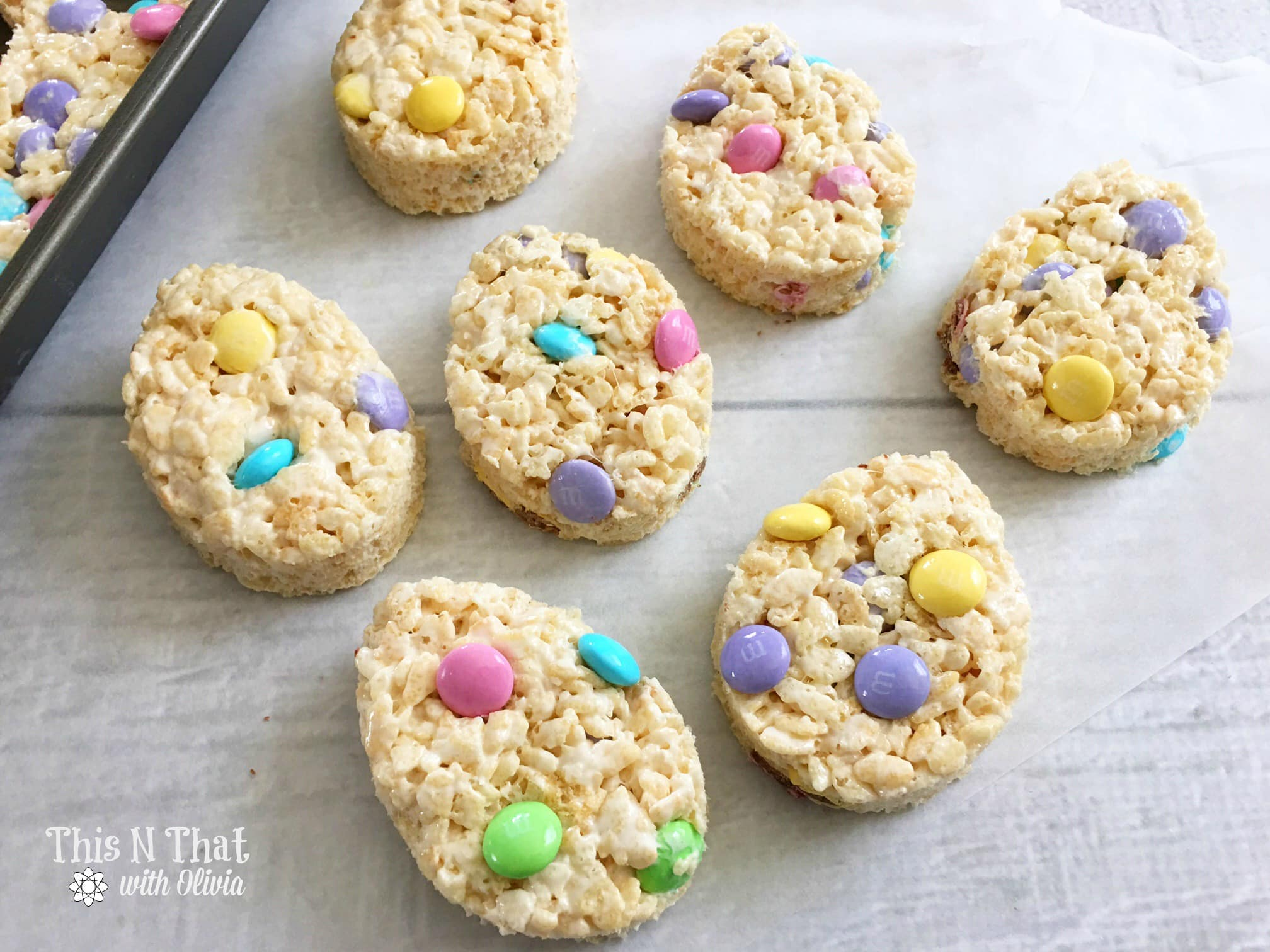 Easter Egg Rice Krispie Treats! | ThisNThatwithOlivia.com