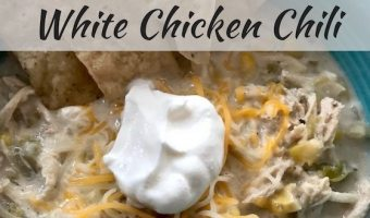 Slow Cooker White Chicken Chili #EasyDinners