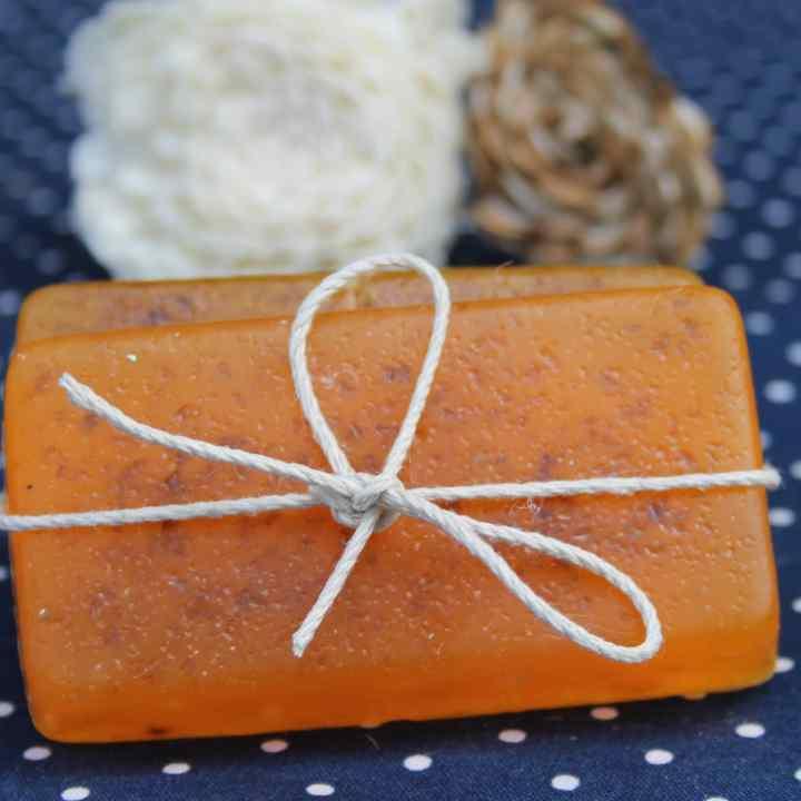DIY Moisturizing Essential Oil Shampoo Bars