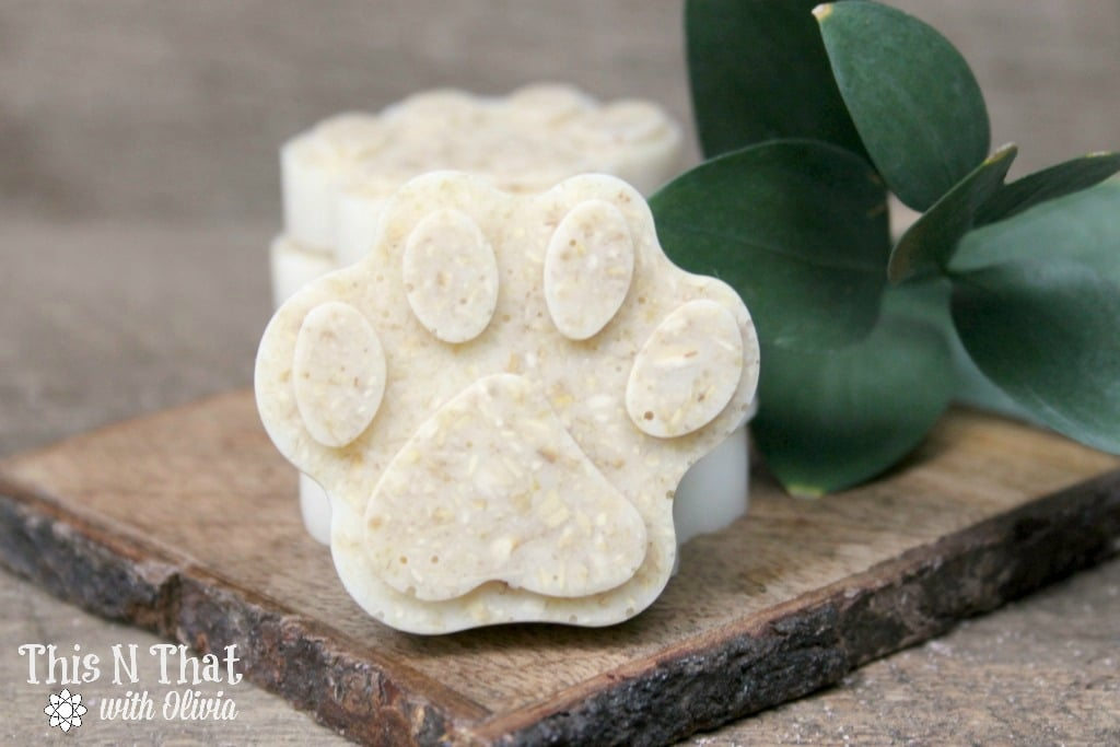 DIY Essential Oil Oatmeal Anti-Itch and Flea/Tick Repellent Dog Shampoo Soap Bars