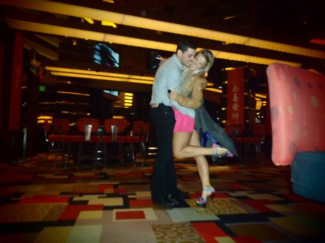 kissing in vegas
