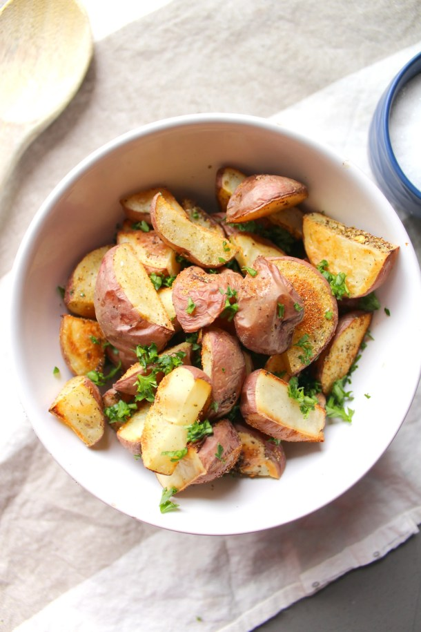 Get flavorful and crispy potatoes without any oil!   No Oil Roasted Potatoes   ThisSavoryVegan.com