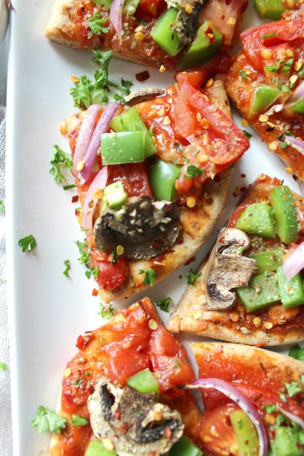 Vegan Veggie Pita Pizzas - ready in 10 minutes | ThisSavoryVegan.com