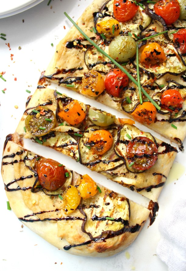 This Vegan Eggplant & Hummus Flatbread combines thin slices of eggplant, creamy hummus and balsamic cherry tomatoes & garlic. A great snack to share or a dinner to eat on your own | ThisSavoryVegan.com #vegan #veganpizza