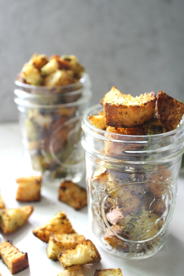 The perfect topping for soups or salads - thesePesto Ciabatta Croutons are simple to make, full of flavor and 100% vegan | ThisSavoryVegan.com #vegan