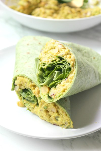 Perfect vegan lunch or quick dinner - these Smashed Chickpea Salad Wraps require no cooking and are totally delicious. Easy to make and even easier to eat | ThisSavoryVegan.com #thissavoryvegan #mealprep #backtoschool