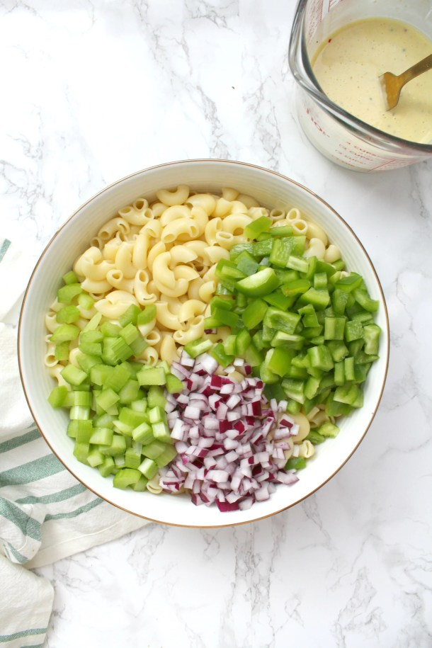 This Vegan Macaroni Salad is a lighter, vegan-ized version of a classic BBQ staple. This is a total crowd pleaser | ThisSavoryVegan.com #thissavoryvegan #bbq #sidedish