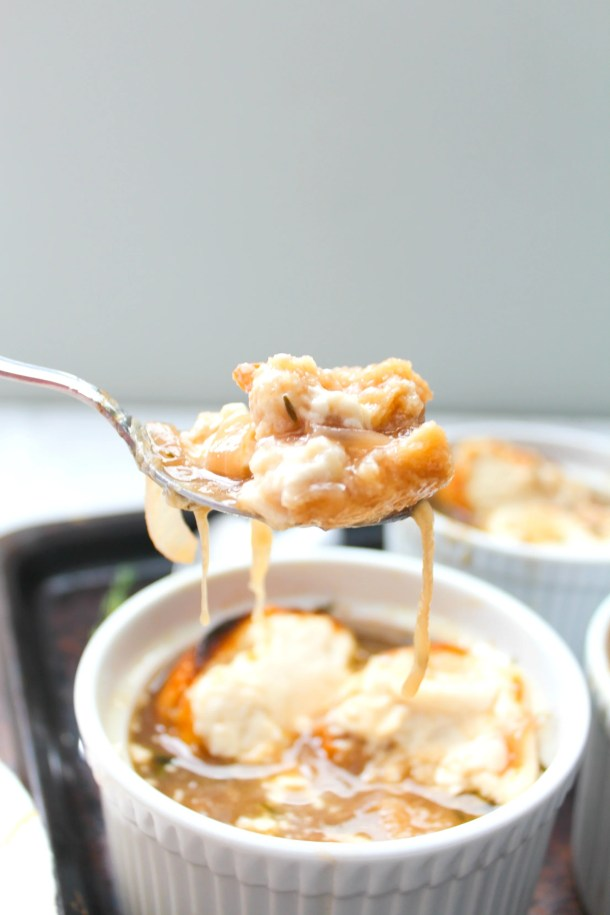 Rich, savory and totally delicious, thisVegan French Onion Soup is going to be your go-to comforting soup recipe | ThisSavoryVegan.com #thissavoryvegan #vegansoup #fallrecipe