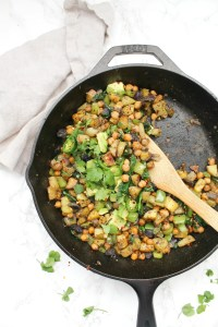 Make brunch at home with this Vegan Chickpea Potato Breakfast Hash - complete with crispy potatoes, chickpeas, bell peppers and avocado | ThisSavoryVegan.com #thissavoryvegan #vegan #veganbreakfast