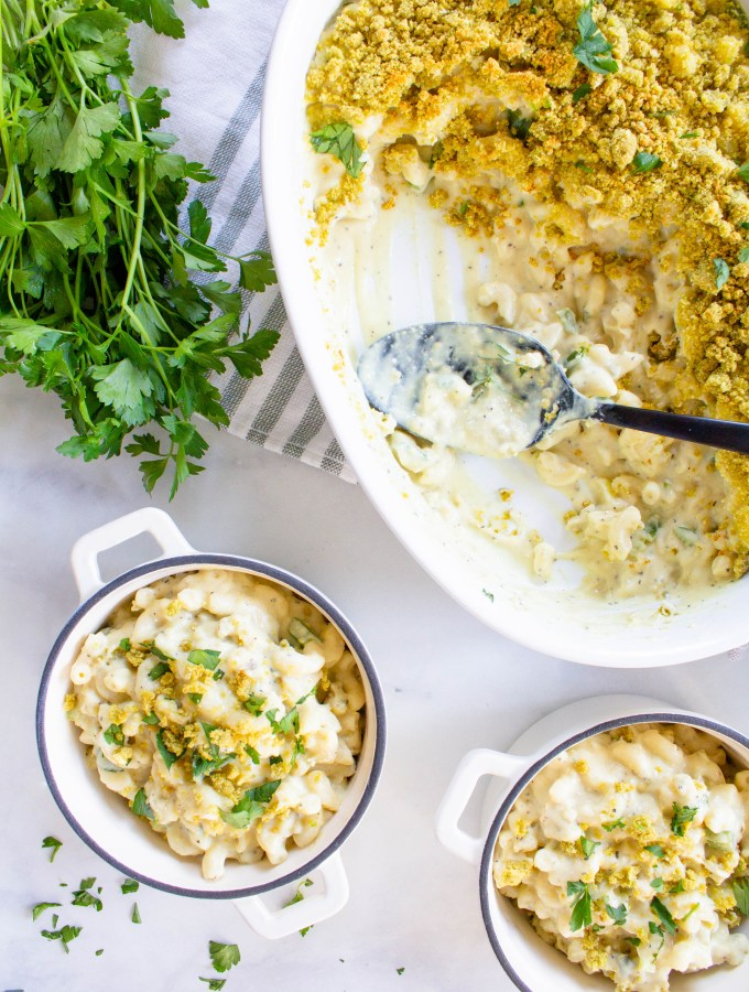 This Vegan Jalapeño Popper Mac and Cheese is the ultimate vegan casserole. The perfect amount of creaminess, spice and crunch | ThisSavoryVegan.com #thissavoryvegan #vegan #veganmacandcheese