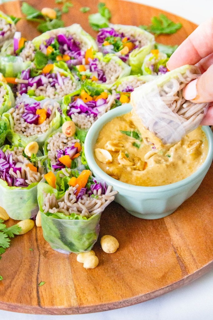 These Soba Noodle Summer Roles with Peanut Sauce are the perfect no-cook meal. Fresh veggies, fiber-packed soba noodles and a creamy peanut sauce. A great vegan lunch or dinner | ThisSavoryVegan.com #thissavoryvegan #summerroles #peanutsauce