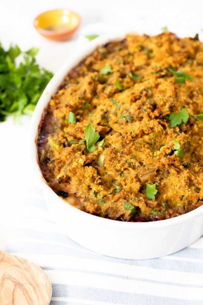 This Vegan Thanksgiving Leftover Casserole takes all of your thanksgiving leftovers and puts them into one compact and delicious dish. Serve with vegan gravy | ThisSavoryVegan.com #thissavoryvegan #veganthanksgiving #thanksgivingleftovers