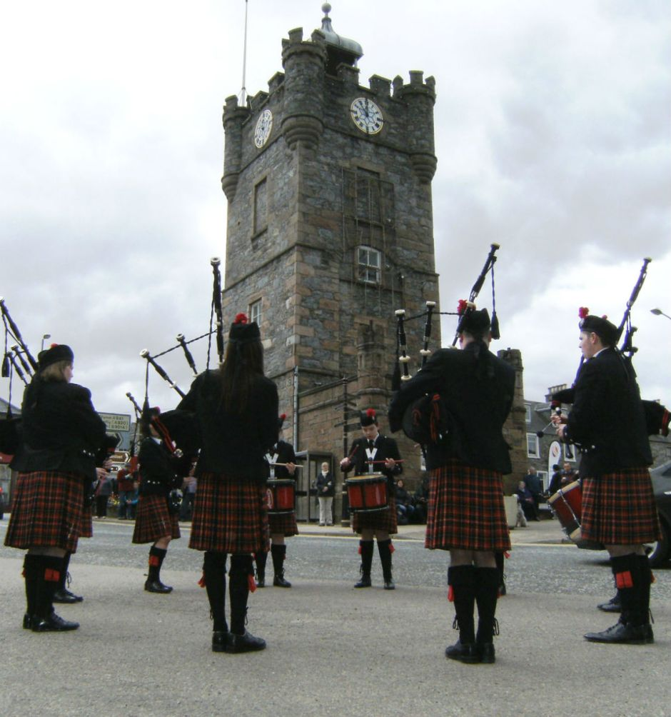 The Dufftown Pipe Band playing some tunes