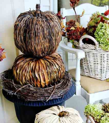 budget-fall-decorating-ideas-pumpkin-topiary