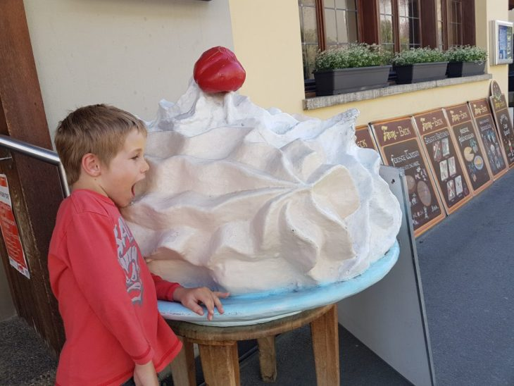 Jetson and the giant meringue