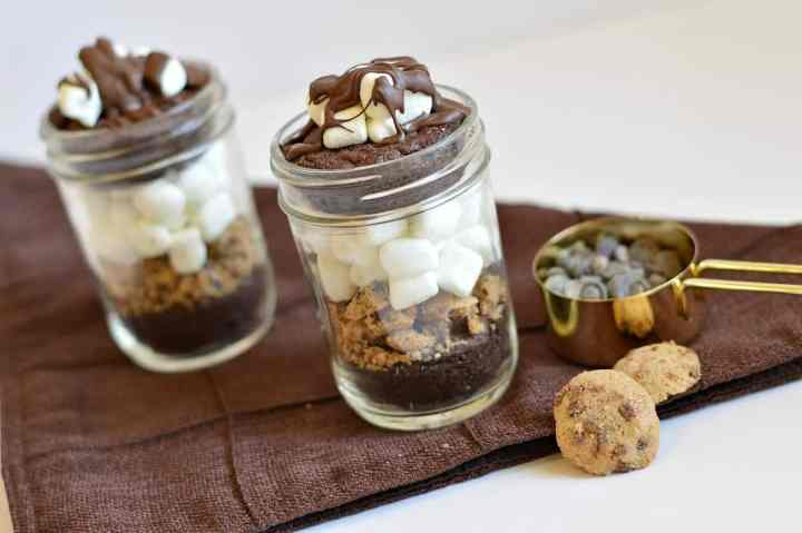 Gluten-Free Chocolate Marshmallow Brownies in a Jar | gluten-free desserts | gluten-free mug desserts | gluten-free brownie desserts | desserts in a jar | gluten-free chocolate recipes || This Vivacious Life #glutenfreechocolate #glutenfreedesserts #glutenfreesweets