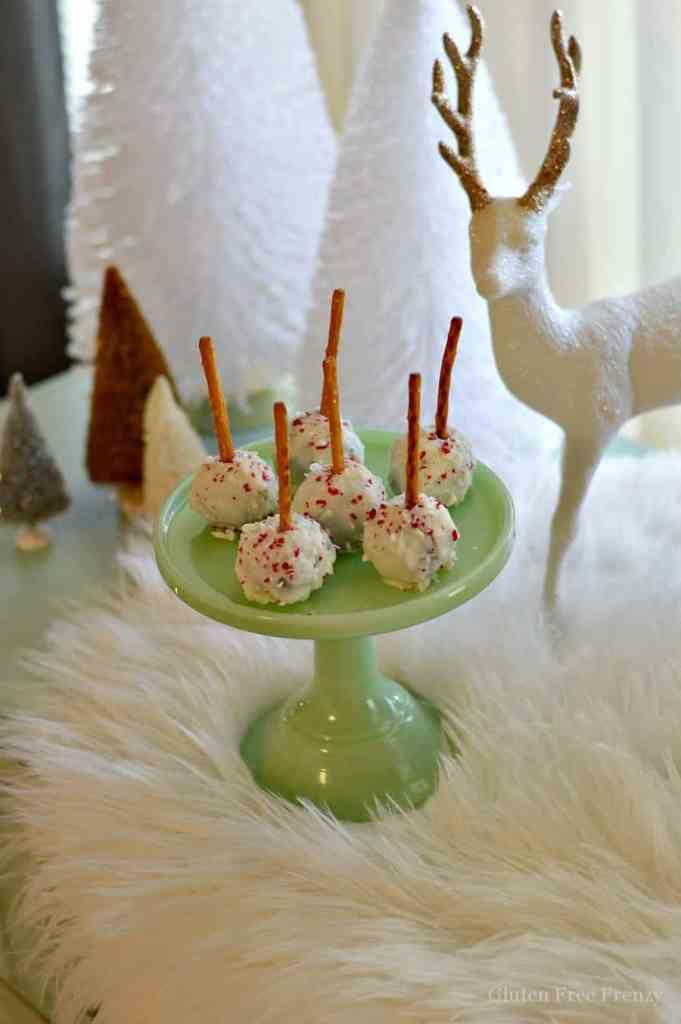 These gluten-free peppermint brownie bites are full of fun holiday flavors. Chocolate, peppermint and white chocolate come together in a tasty dessert that is great for serving at holiday parties. | gluten free Christmas treats | gluten free peppermint recipes | gluten free desserts | gluten free holiday recipes || This Vivacious Life #glutenfreepeppermint #glutenfreechristmas