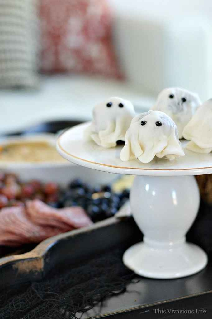 Halloween Mom n' Me Brunch Party and Get Together   halloween party ideas   fall party ideas   halloween fun   celebrating halloween with friends   fun halloween ideas    This Vivacious Life #halloween #brunch #halloweenparty #partyideas #fallideas #thisvivaciouslife