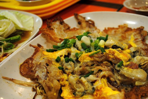 Thailand: Hoy Tod (Oyster Omelet)