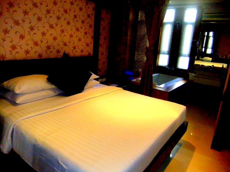 Rayaburi Hotel Phuket