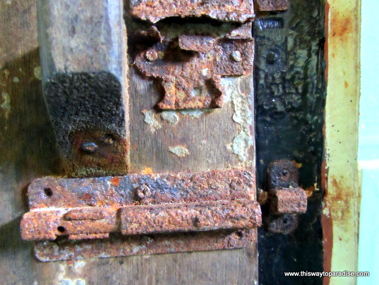 rusty door lock in Gili Meno